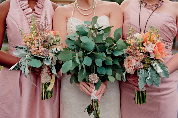 wedding-guide-asia-leafy-bouquets